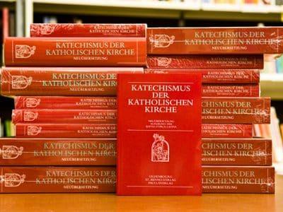 Todesstrafe - Mehrere Ausgaben des Katechismus der Katholischen Kirche