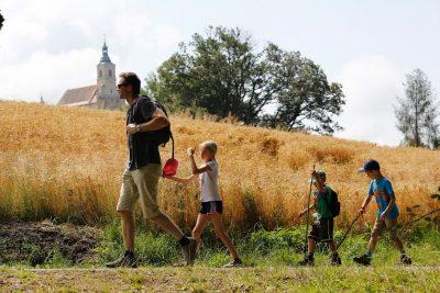Familienzeit wird durch Erwerbsarbeit durchsetzt. Bedürfnis nach gemeinsam verbrachter Familienzeit steigt.