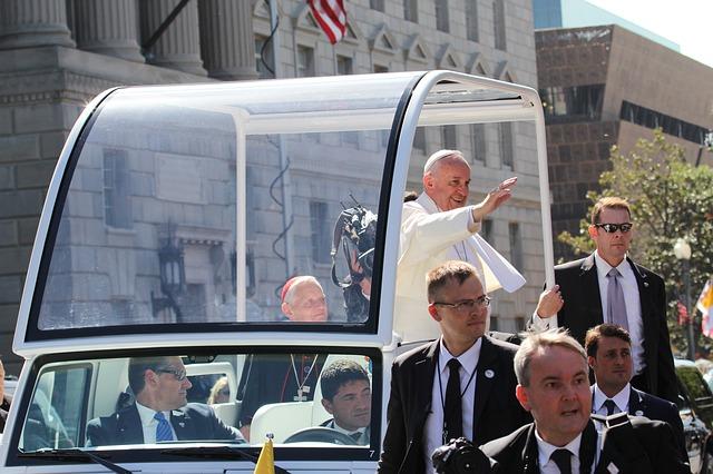Papst-SMS begleiten mit Impulsen durch die Fastenzeit